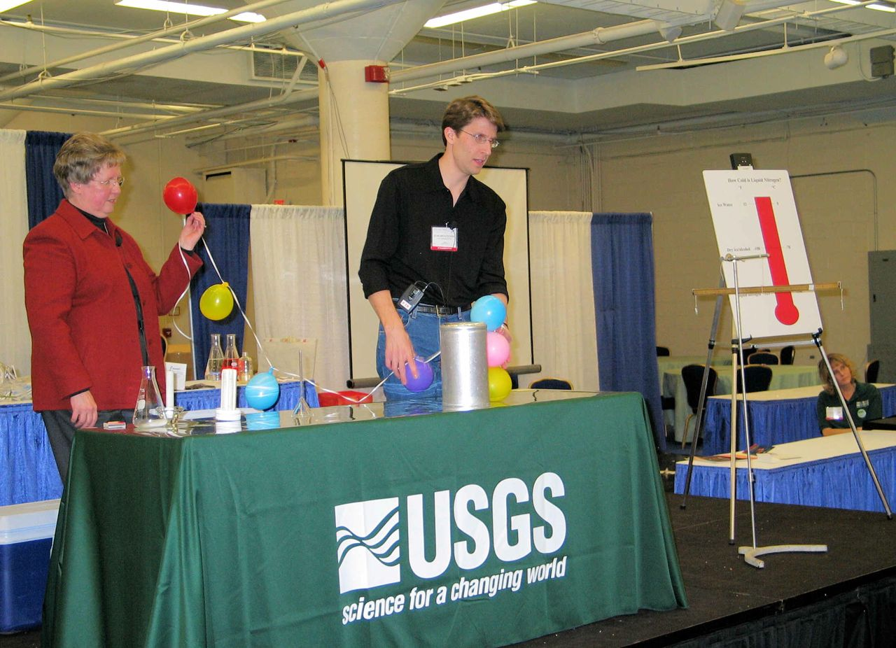 Stan Mroczkowski and Janet Hannon leading Science Camp at USGS National Center.